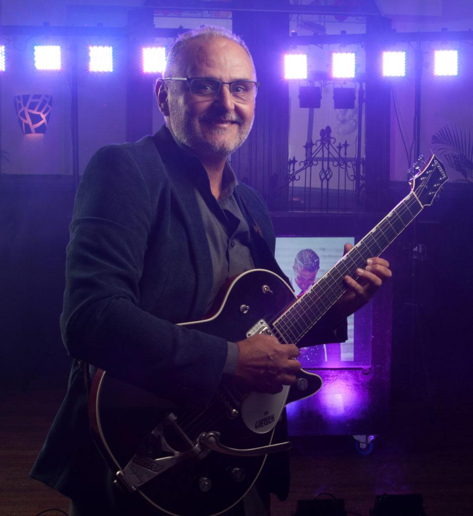 DJ Bruiloft Bedrijfsfeest Zuid-Holland Live Muziek Gitarist Zanger Entertainment Valentino Themafeest